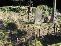Maori Graves (Ken pic and caption)